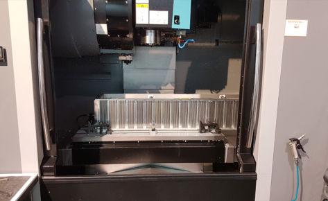 Frezowanie CNC dużego radiatora